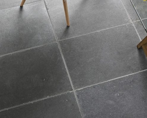 11_Flagstone floors_Petrino dapedo_Indian grey by Damask