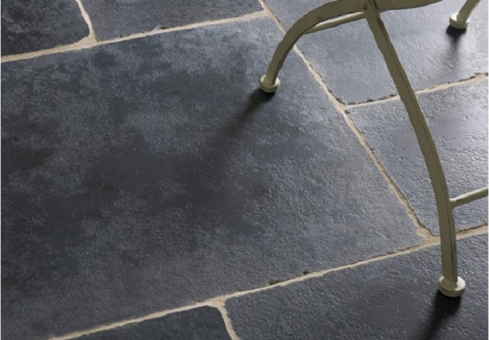 6_Flagstgone floors_Stones_Petrina Dapeda Cottage black by Damask