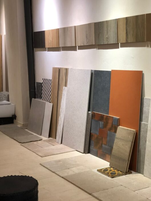 plakakia gress porcellanato_Damask showroom 2020