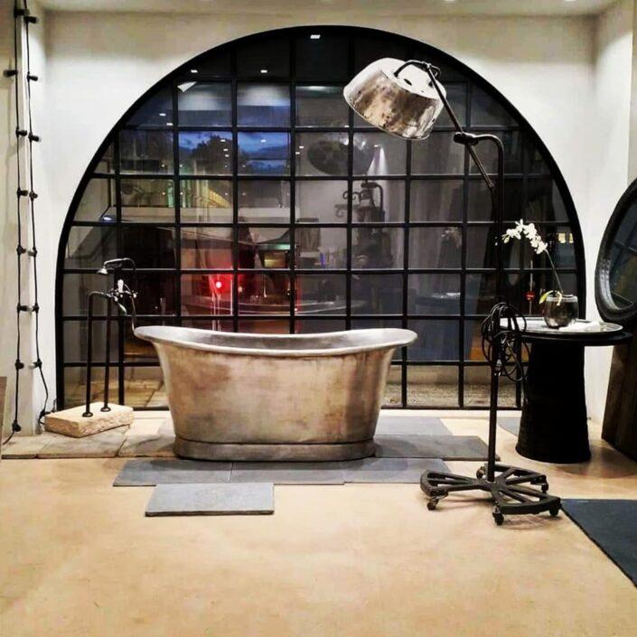 metal bathtub_Damask_showroom nivo