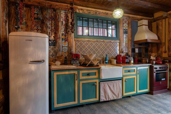 fireclay kitchen sink_Vasilikia Mountain Retreat_Damask_a
