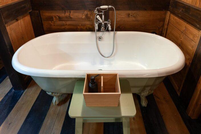 freestanding bathtub_Vasilikia Mountain Retreat_Damask_d