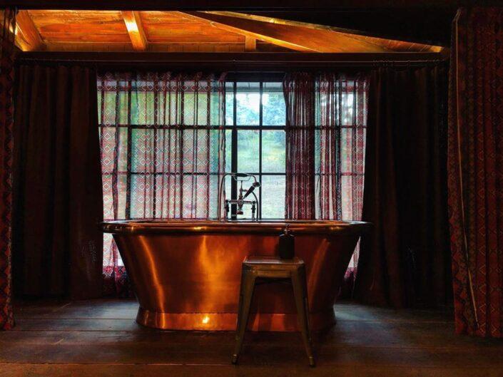 metall freestanding bath tub_Vasilikia Mountain Retreat_Damask